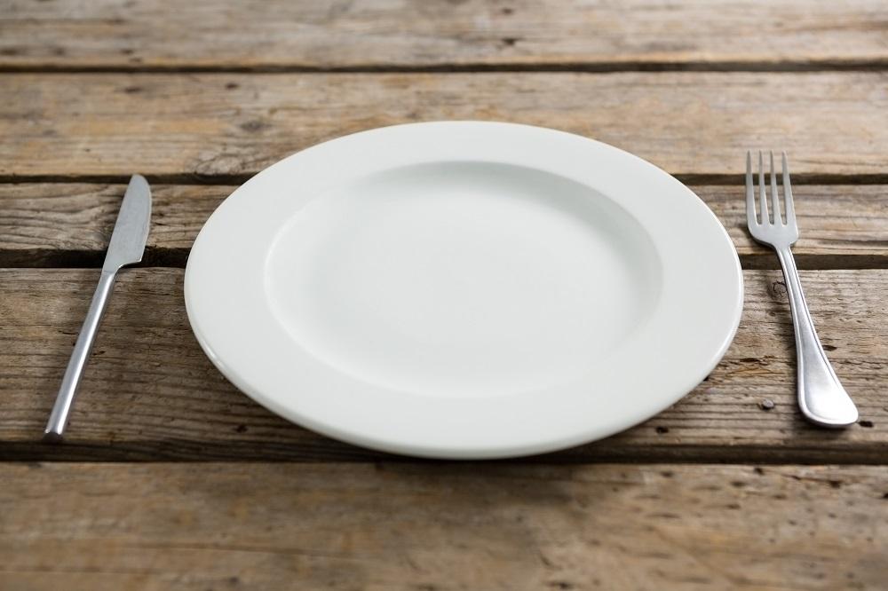 皿とカラトリー